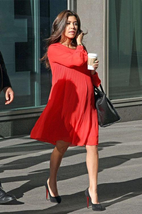 Kourtney Kardashian maternity style red pleated dress