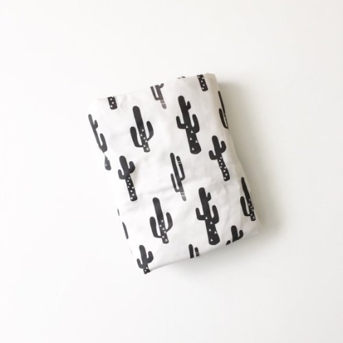 It's the plant of the moment, the cactus. Adorable touch in this mono crib sheet.