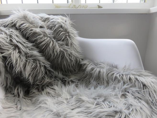 grey-faux-fur-rug