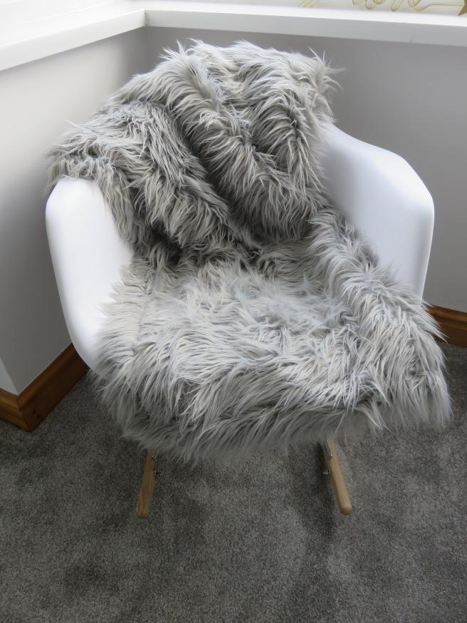 rar-rocking-chair-grey-throw