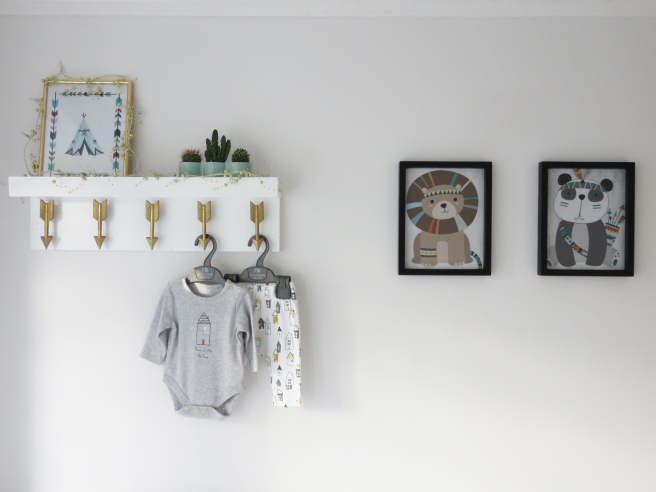 nursery-shelf-and-art